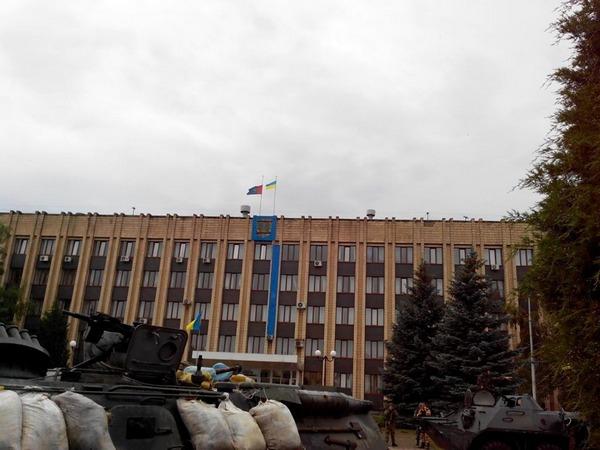 Український прапор над Артемівськом. Липень 2014 року